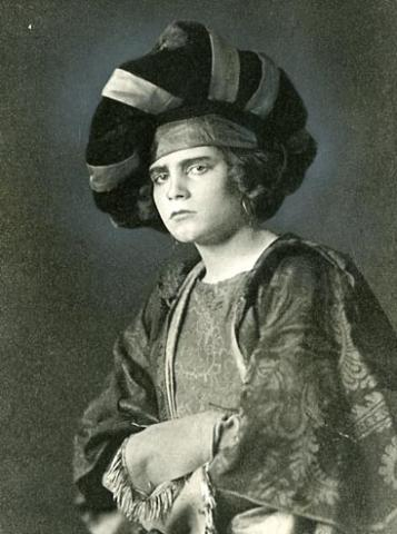 The Taming of the Shrew: Laurence Olivier (aged almost 15) as Katharina