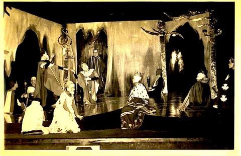 Hamlet, prince du Québec (1968) Les Productions Deschamps-Lelarge Inc., Canada)