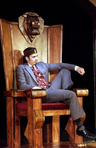 King John, William Barclay as King John, Shakespeare and Company, 2001